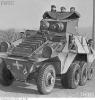 Niemiecki samochód pancerny z żołnierzami